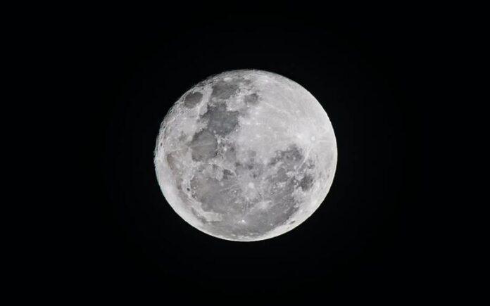 चांद पर मिला पानी